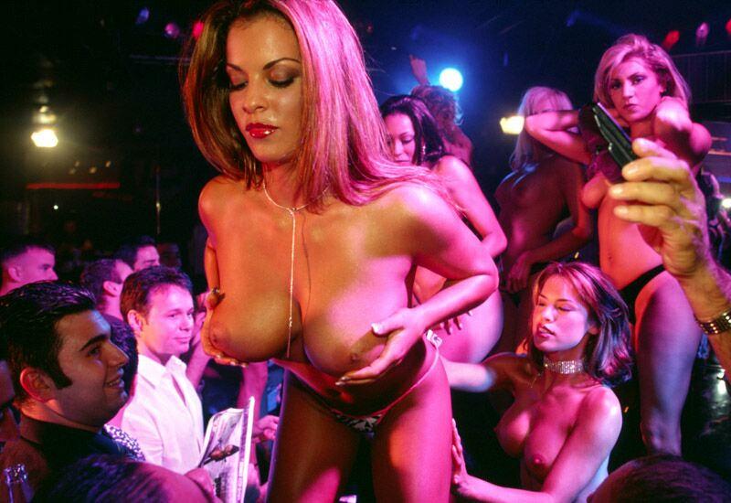 видео голый стриптиз в баре высокодухней человек