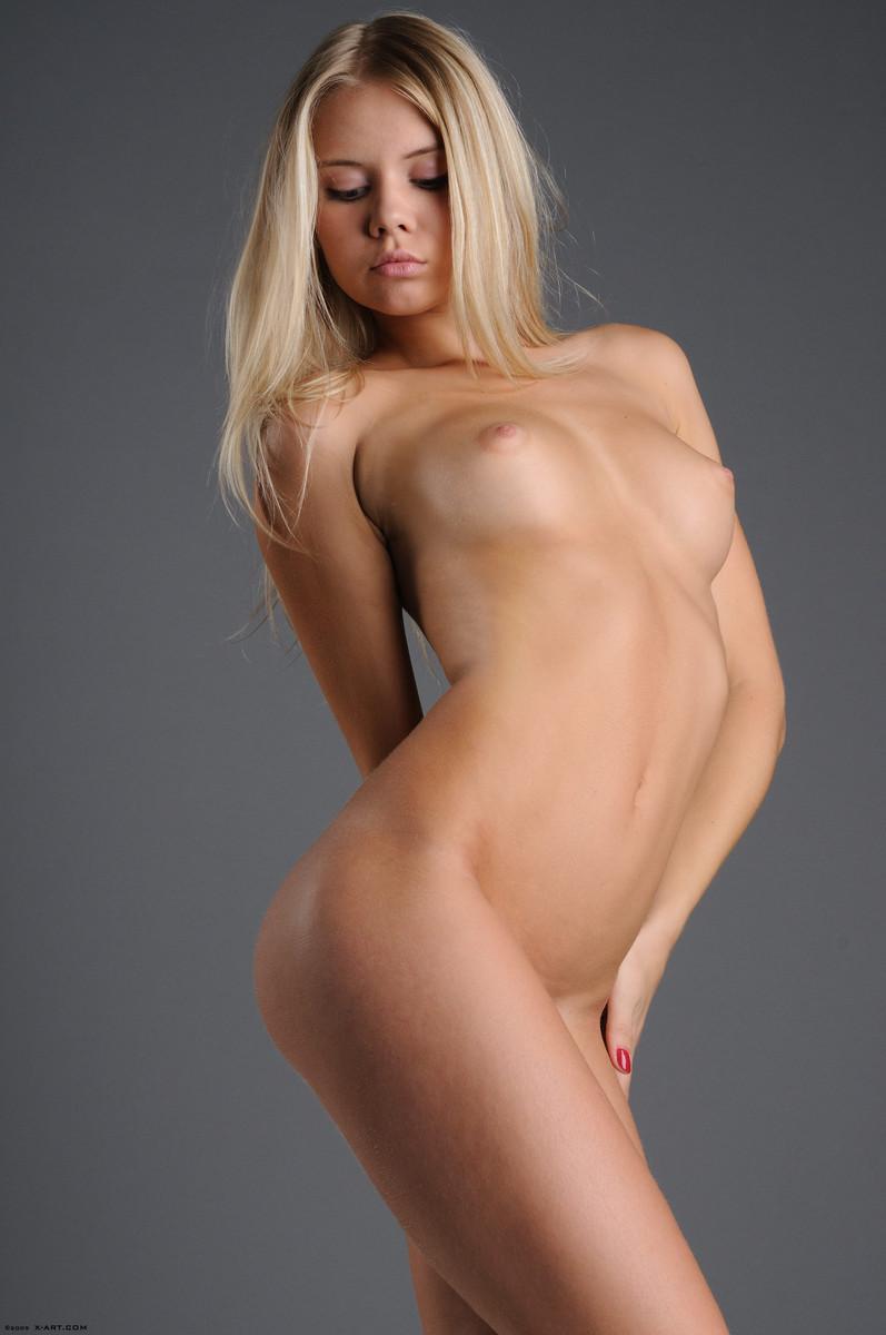 фото юной голой блондинки - 10