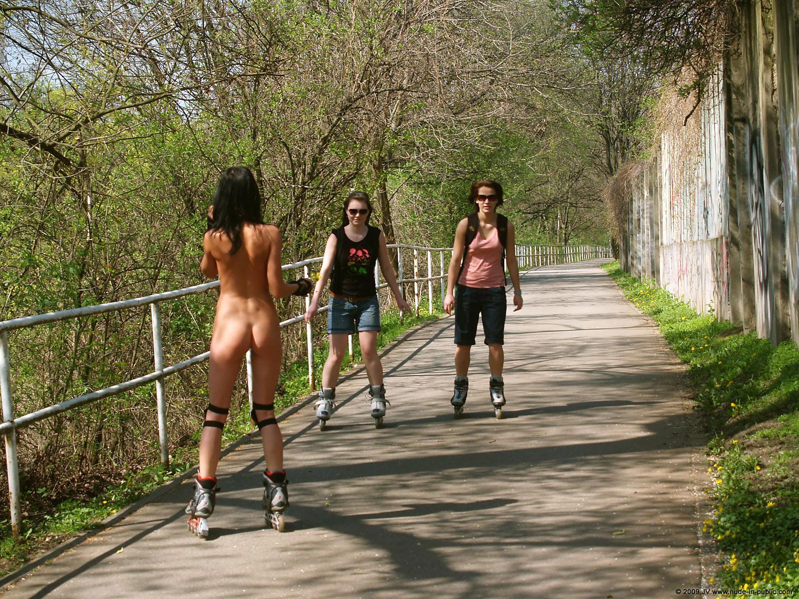 gwen roller skates nude in public redbust