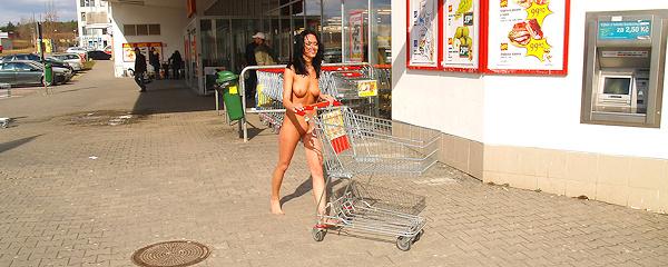 Gwen nude in public vol.5