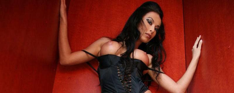 Hana in black corset