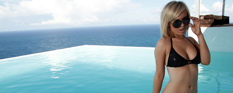 Hannah Martin – Sunglasses & bikini