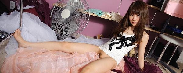 Hazuki Kamino in dressing room
