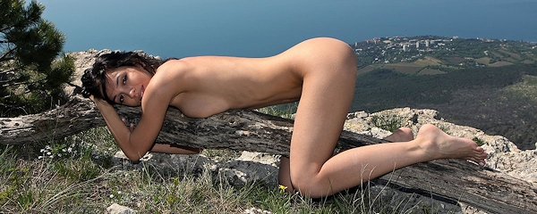 Helen – Naked on the mountain