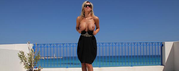 Holly Henderson – Sea view terrace