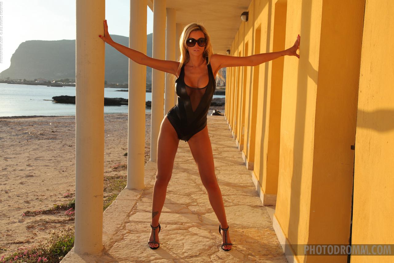 holly-henderson-boobs-black-bodysuit-photodromm-01
