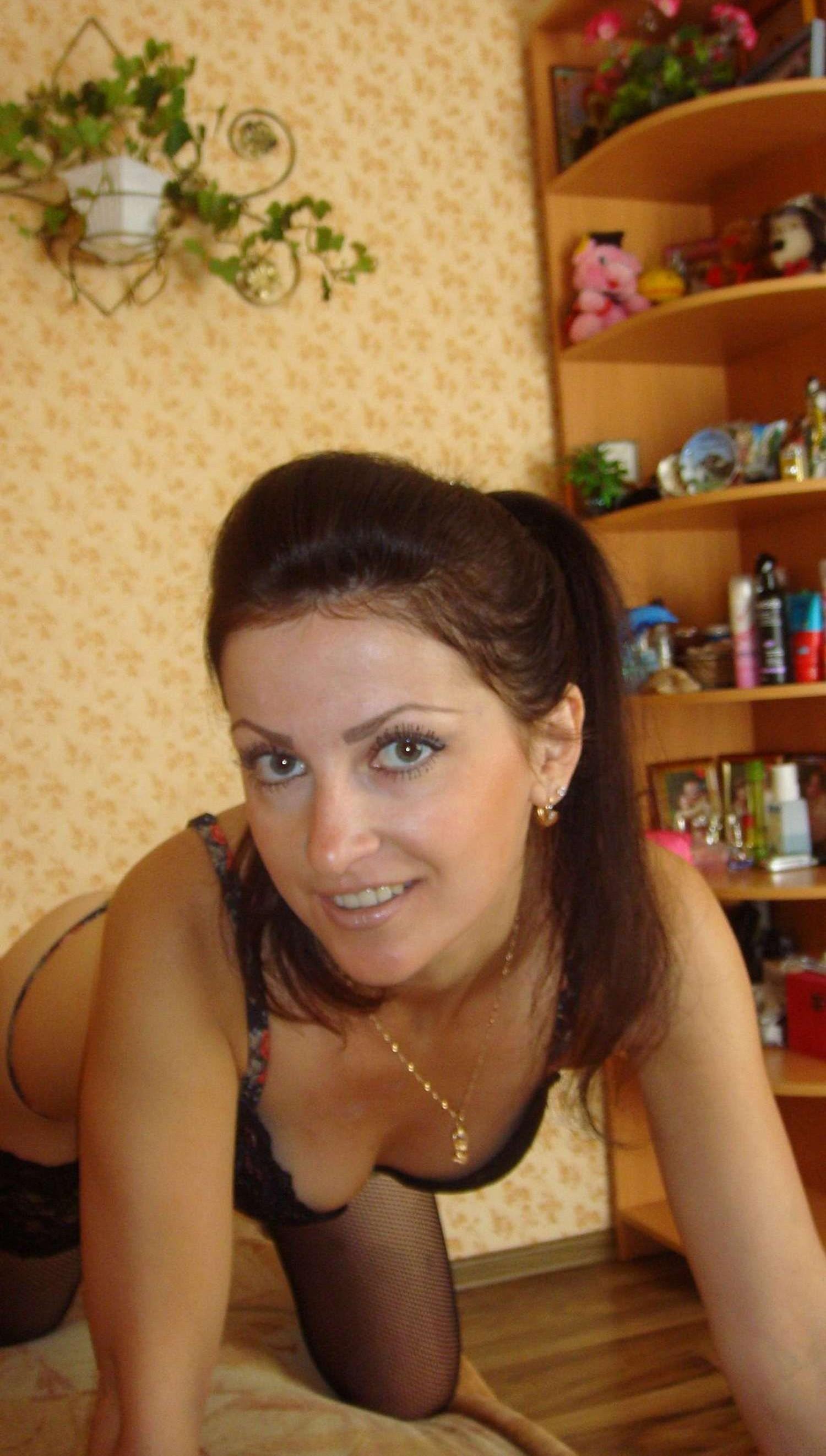 brunette-amateur-nude-milf-06