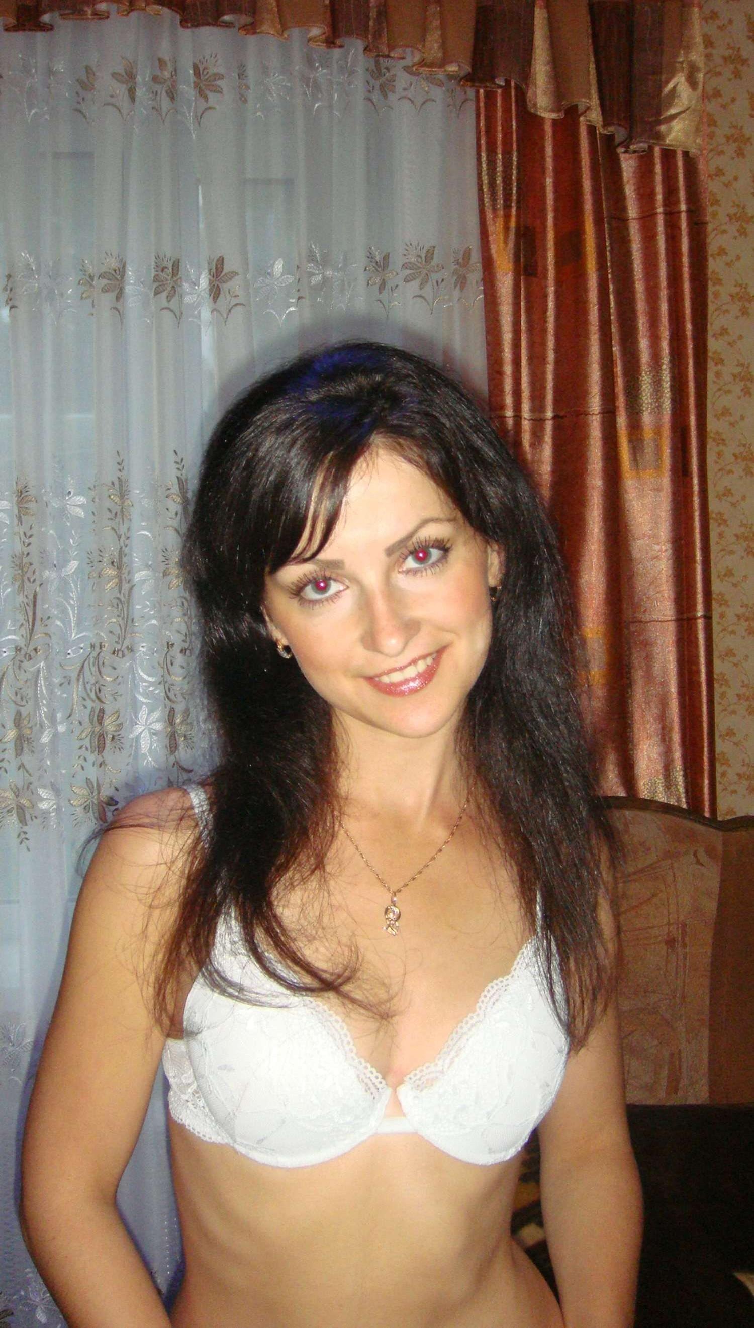 brunette-amateur-nude-milf-23