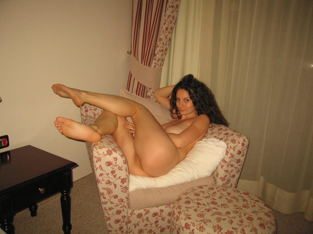 skinny-busty-amateur-milf-nude-boobs-13