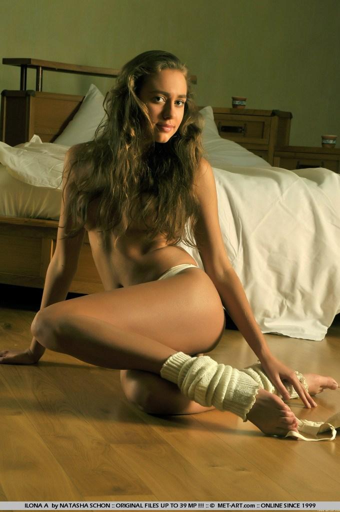 ilona-along-hair-leg-warmers-naked-metart-01