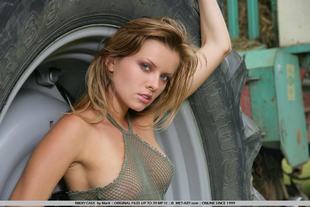 nikky-case-tractor-nude-metart-02