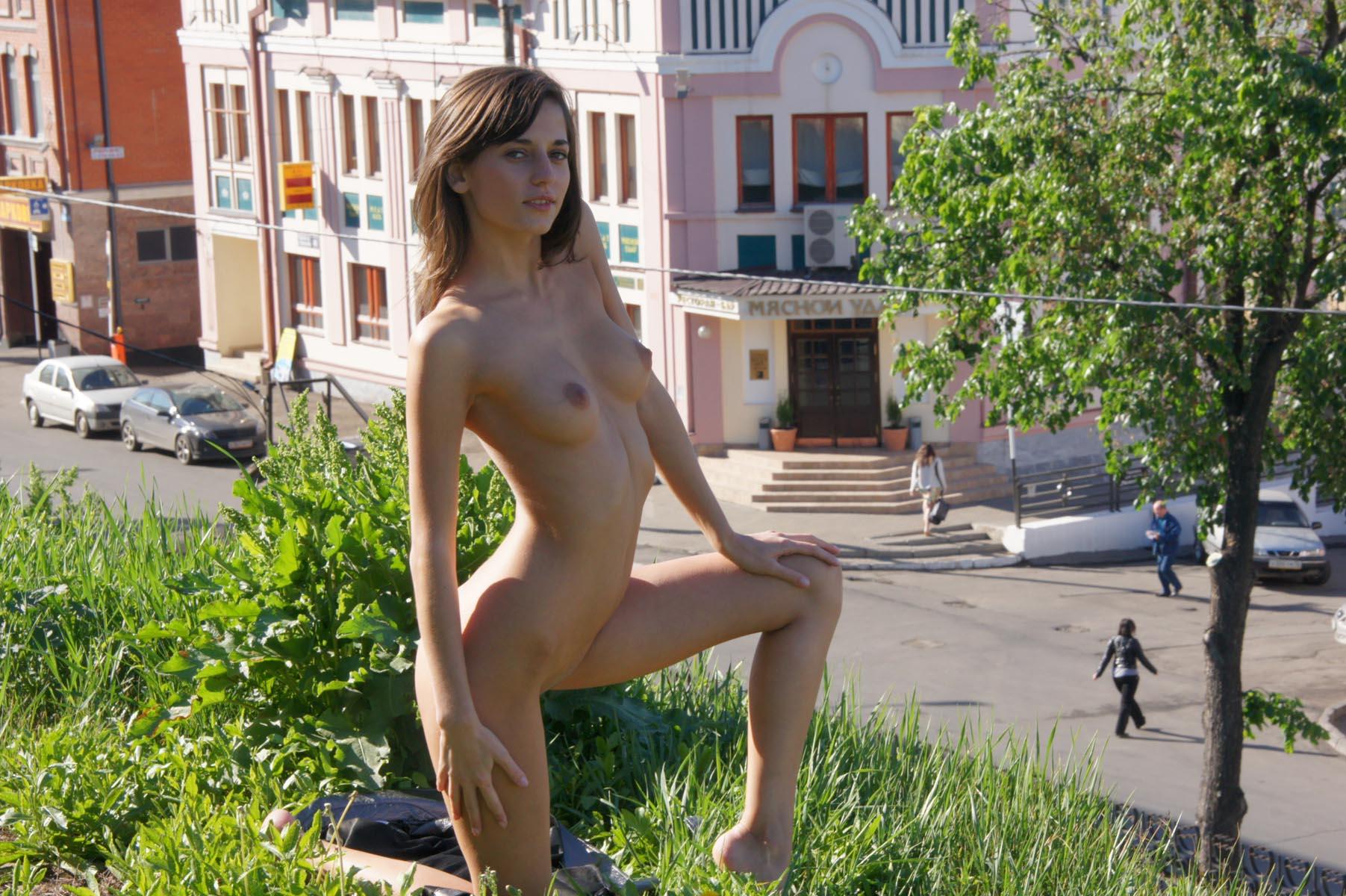 irina-k-naked-in-russia-kazan-nude-public-14