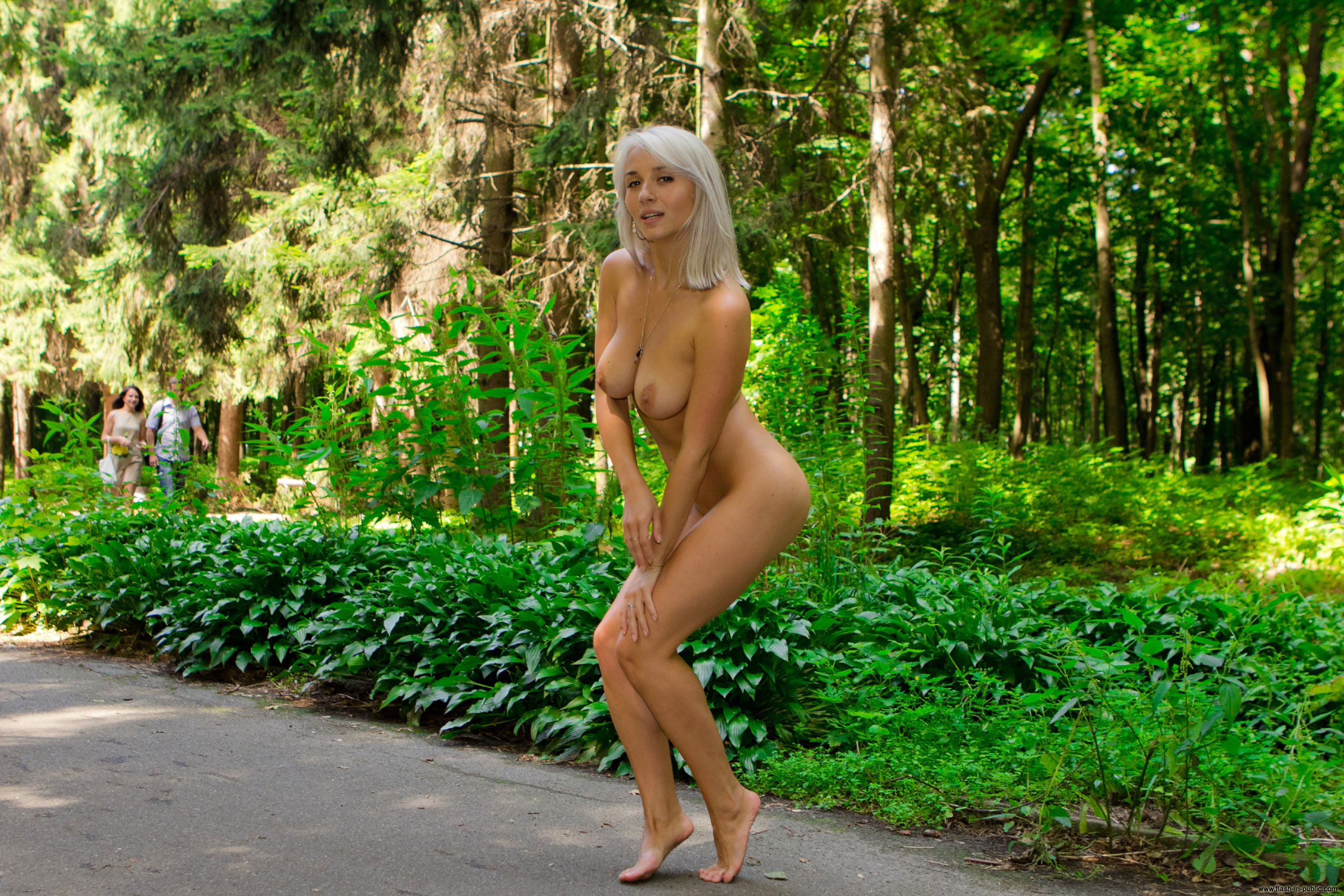 pictures-of-girls-naked-at-the-park