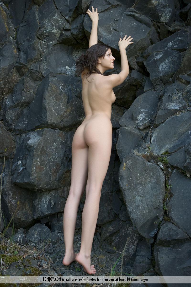 eva-naked-on-the-rocks-outdoor-femjoy-08