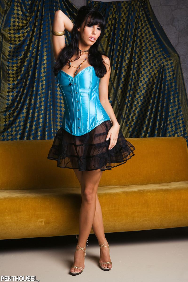 jaime-hammer-brunette-corset-naked-penthouse-01