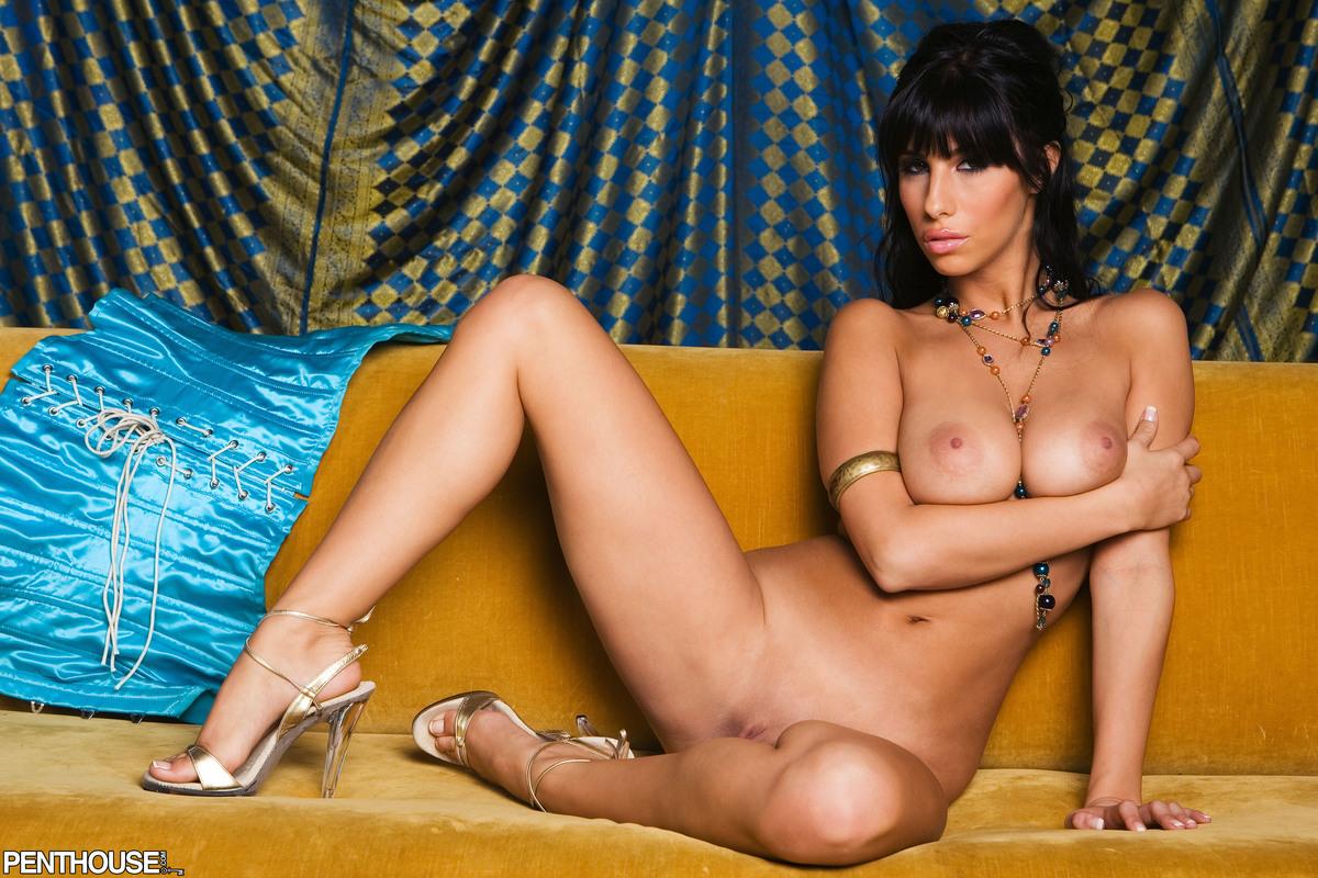 jaime-hammer-brunette-corset-naked-penthouse-17