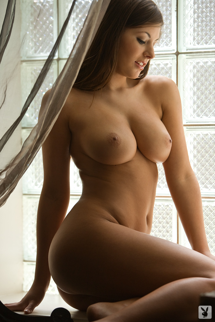 nude wide hipped pussy