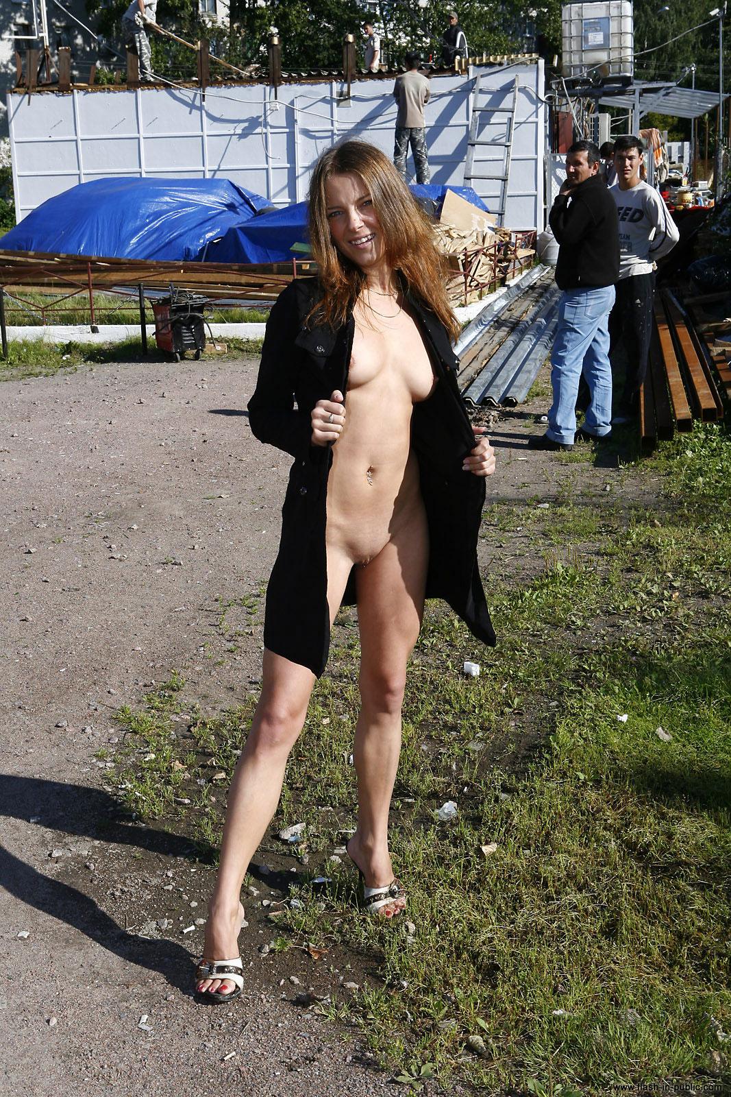 yanina-m-nude-walk-around-the-town-flash-in-public-04