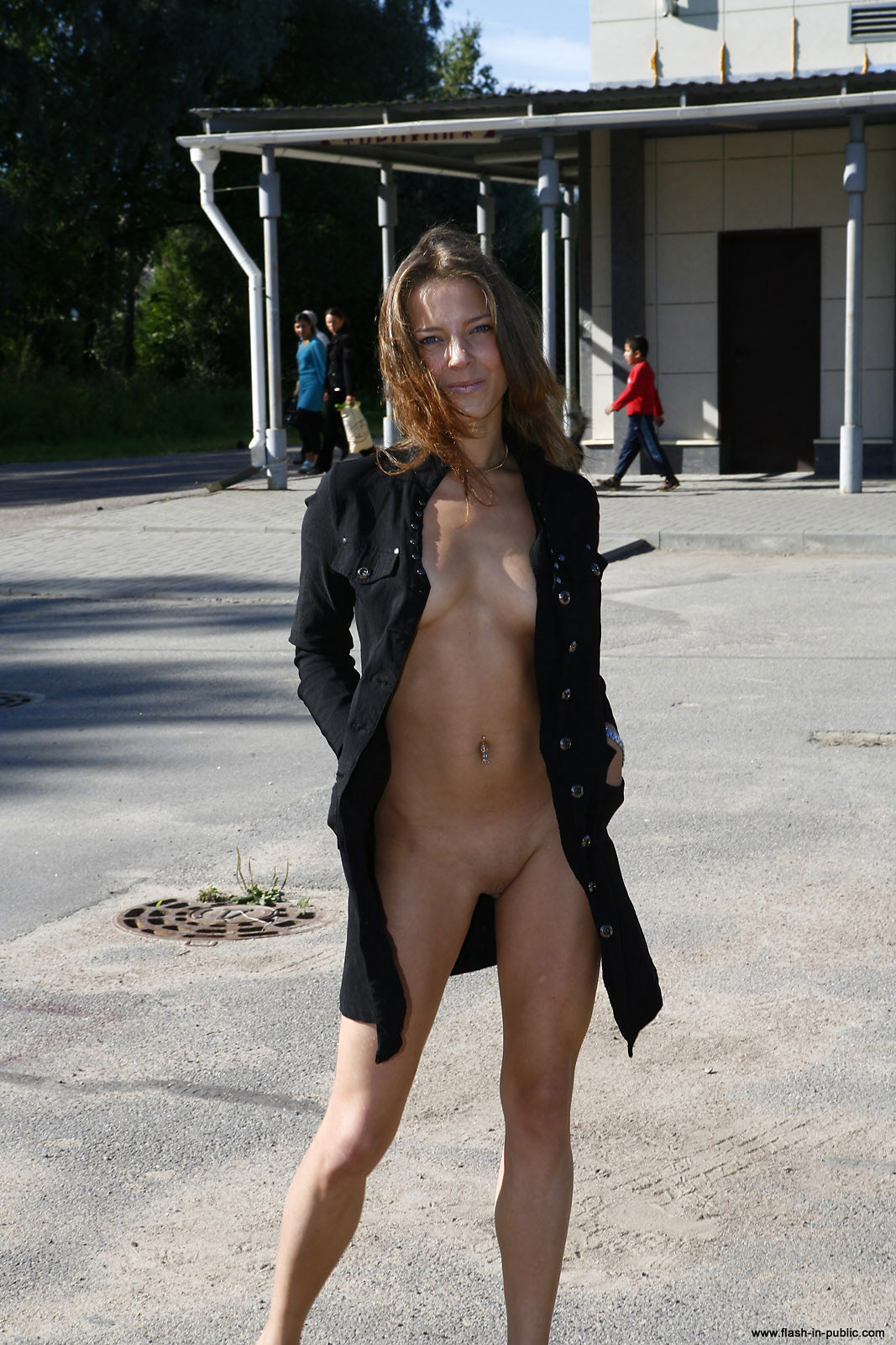 yanina-m-nude-walk-around-the-town-flash-in-public-10