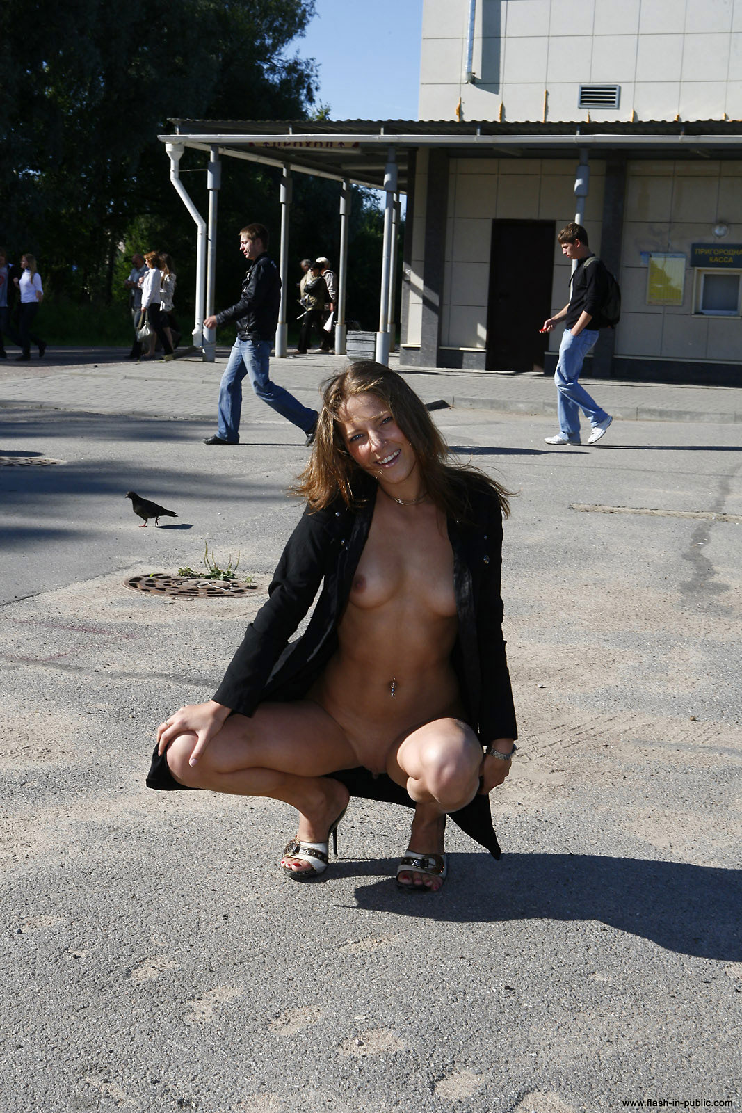 yanina-m-nude-walk-around-the-town-flash-in-public-15