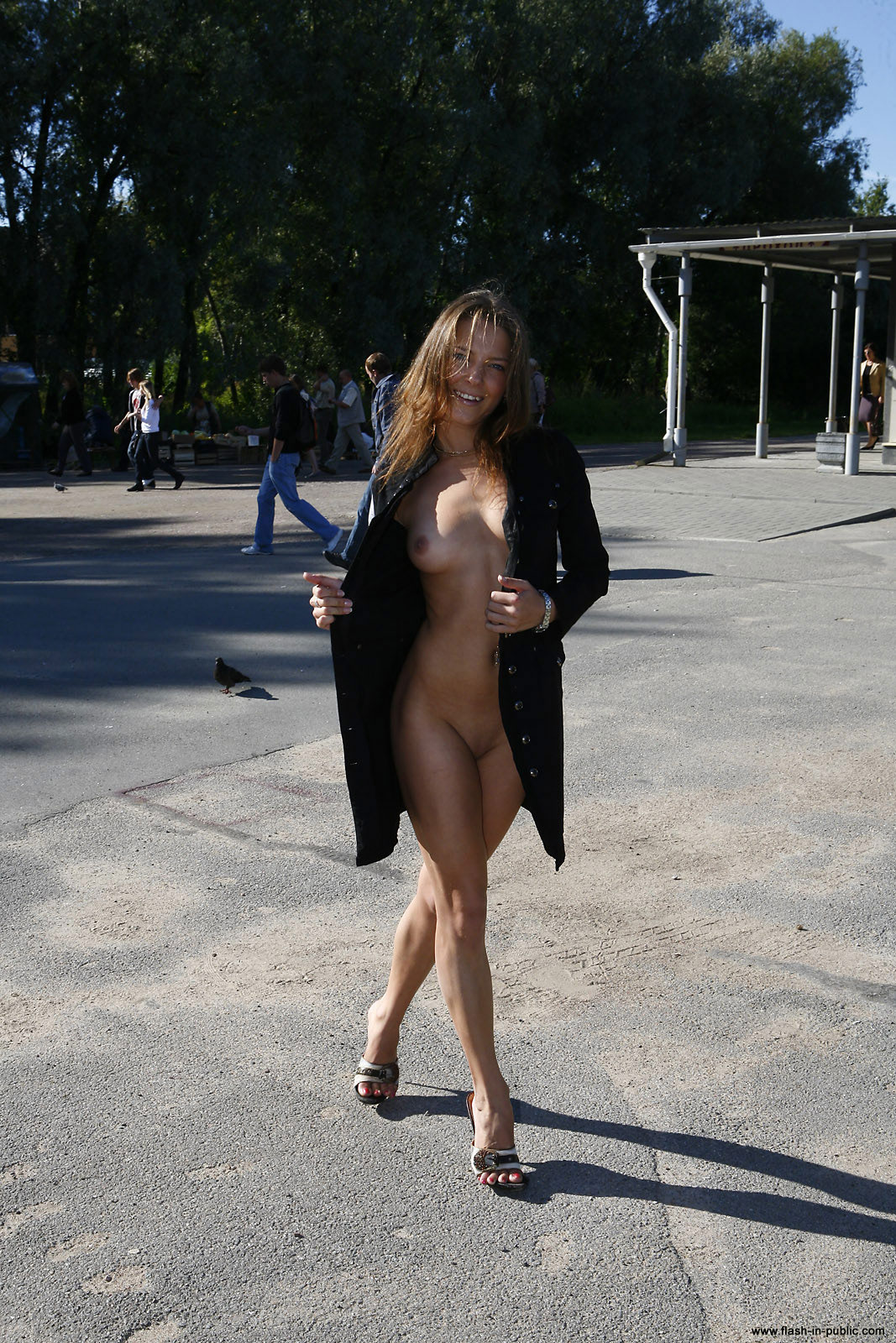 yanina-m-nude-walk-around-the-town-flash-in-public-16