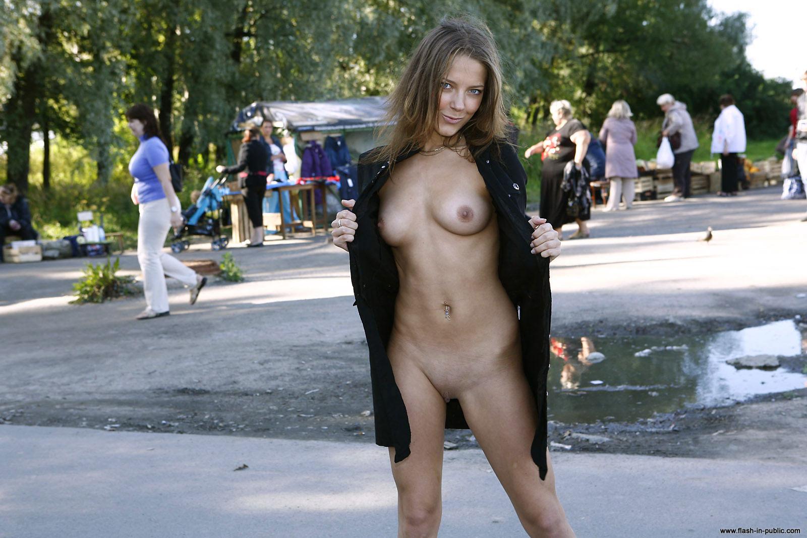 yanina-m-nude-walk-around-the-town-flash-in-public-23