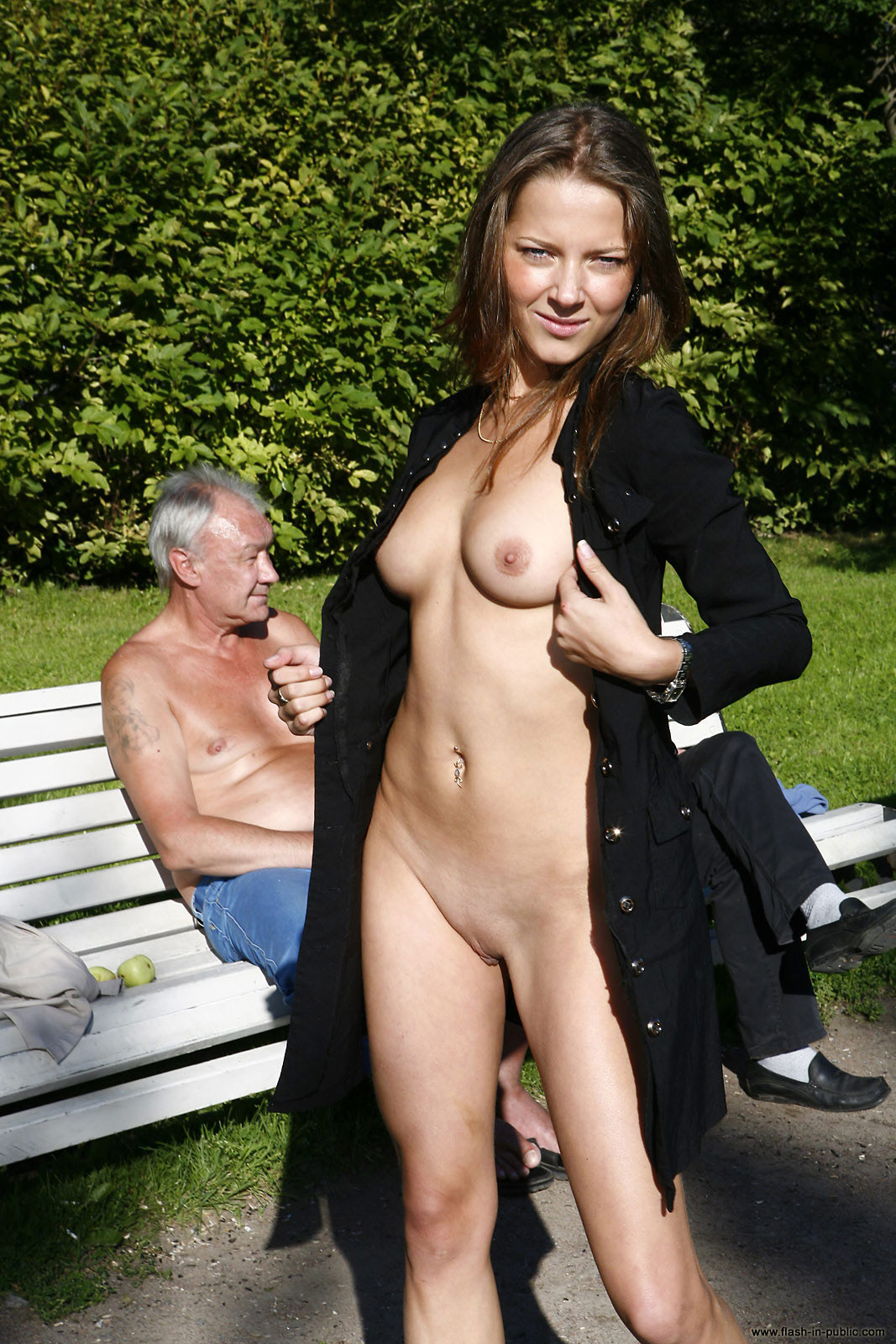 yanina-m-nude-walk-around-the-town-flash-in-public-38