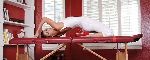 Jenni Lee – Yoga instructor