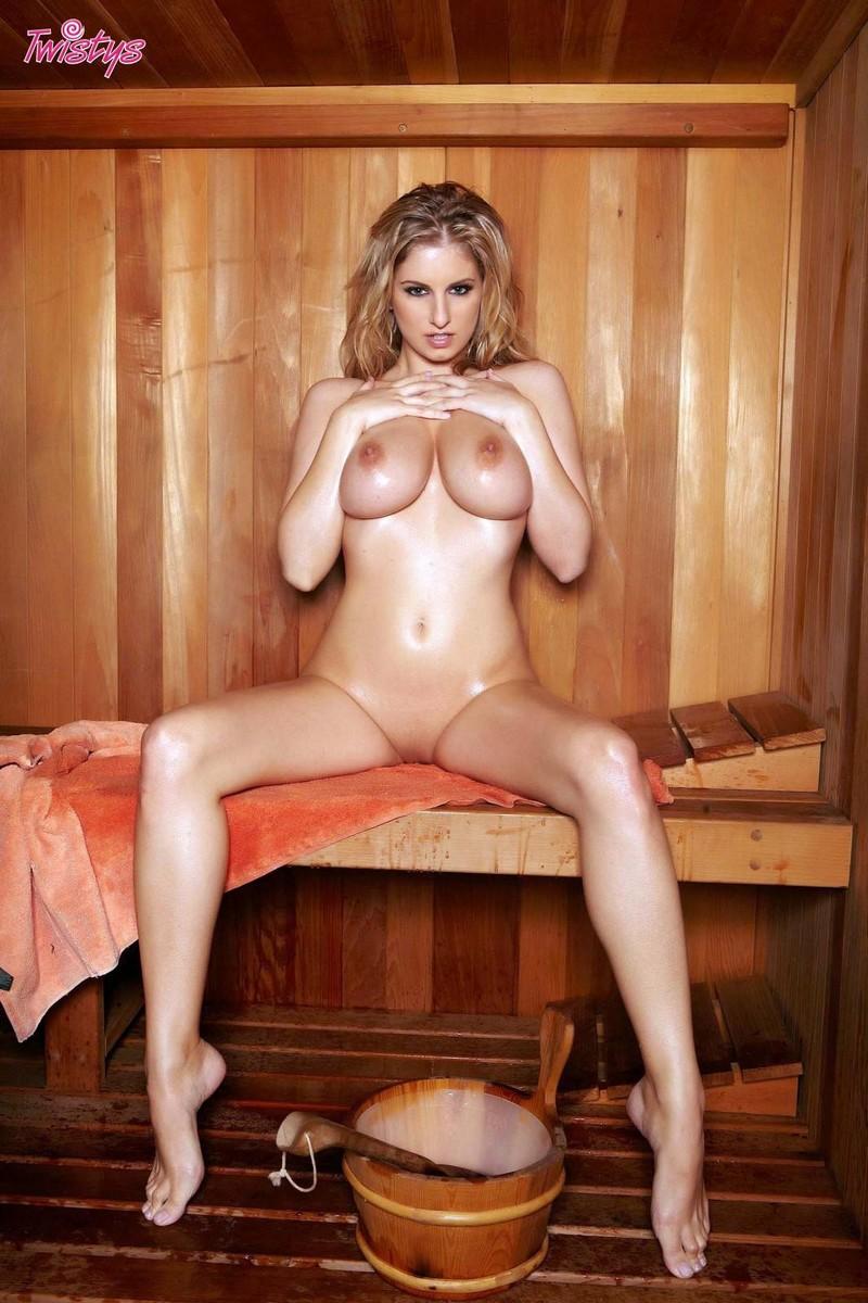 jenny-mcclain-blondy-nude-boobs-sauna-twistys-15