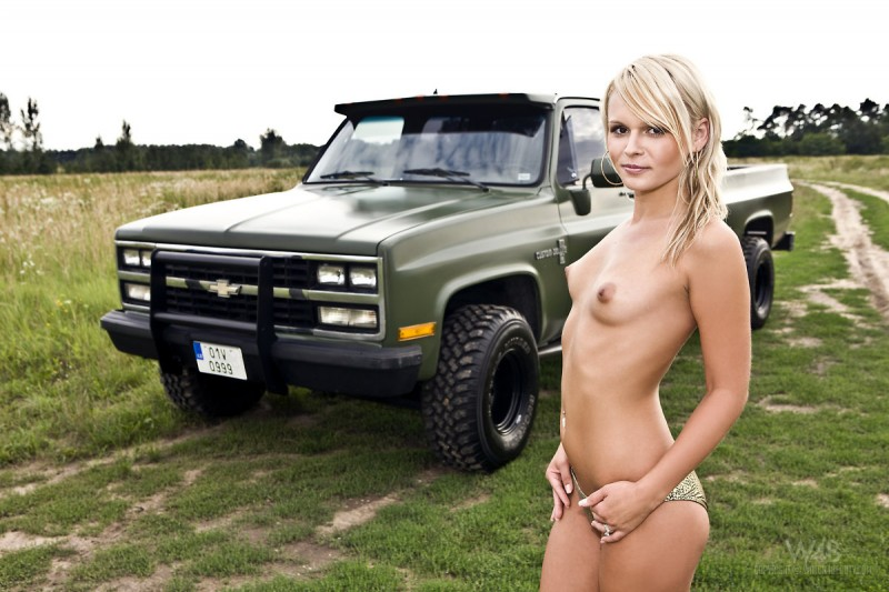 naked in bee truck Jessica
