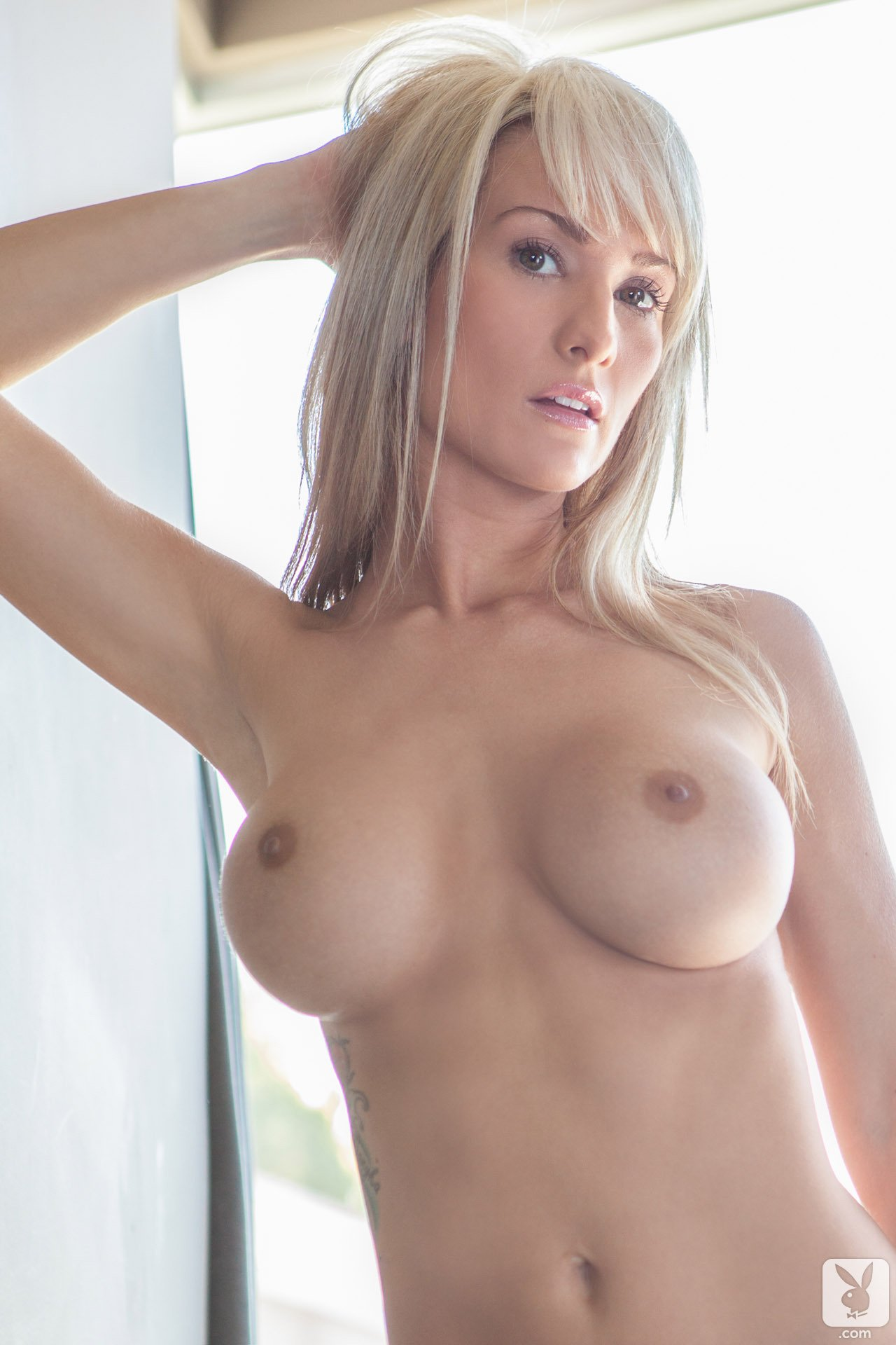 jessie-ann-blonde-boobs-bathtube-naked-playboy-06