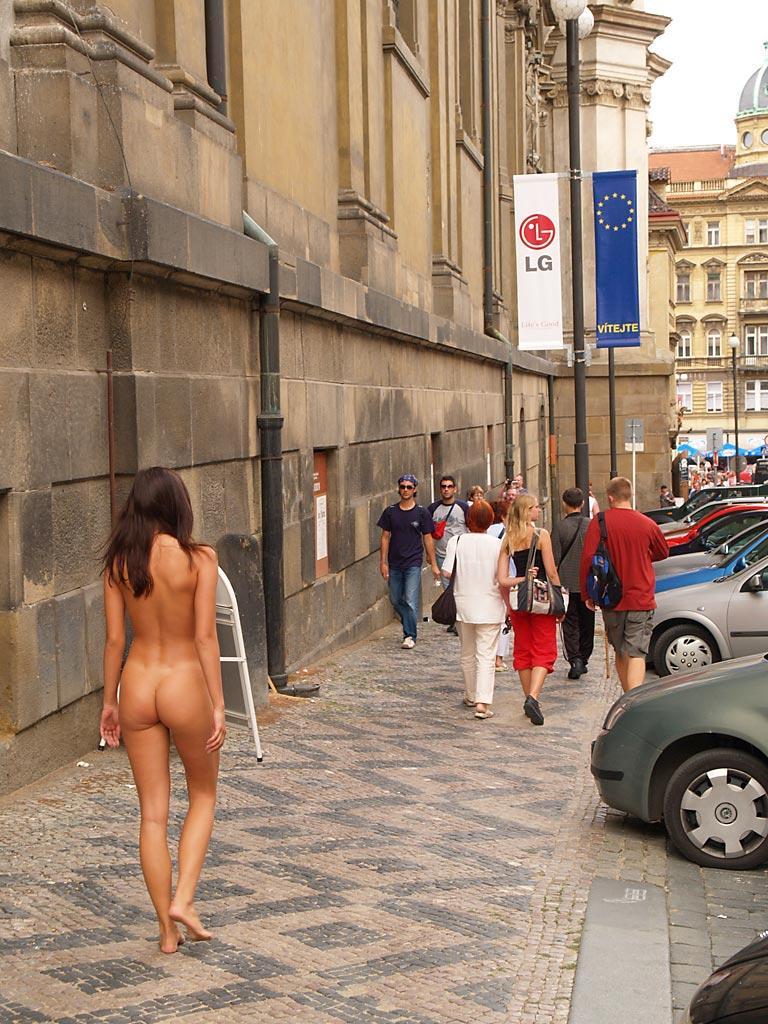 неожиданные обнажения на улицах - 12