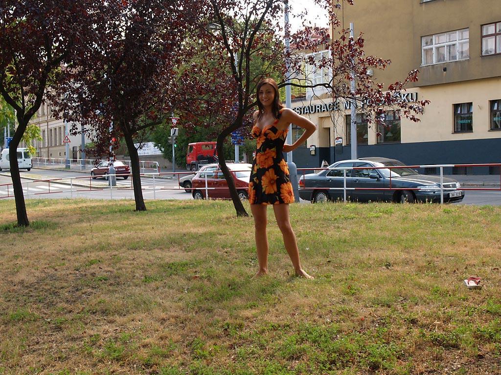 jirina-k-park-prague-naked-in-public-01