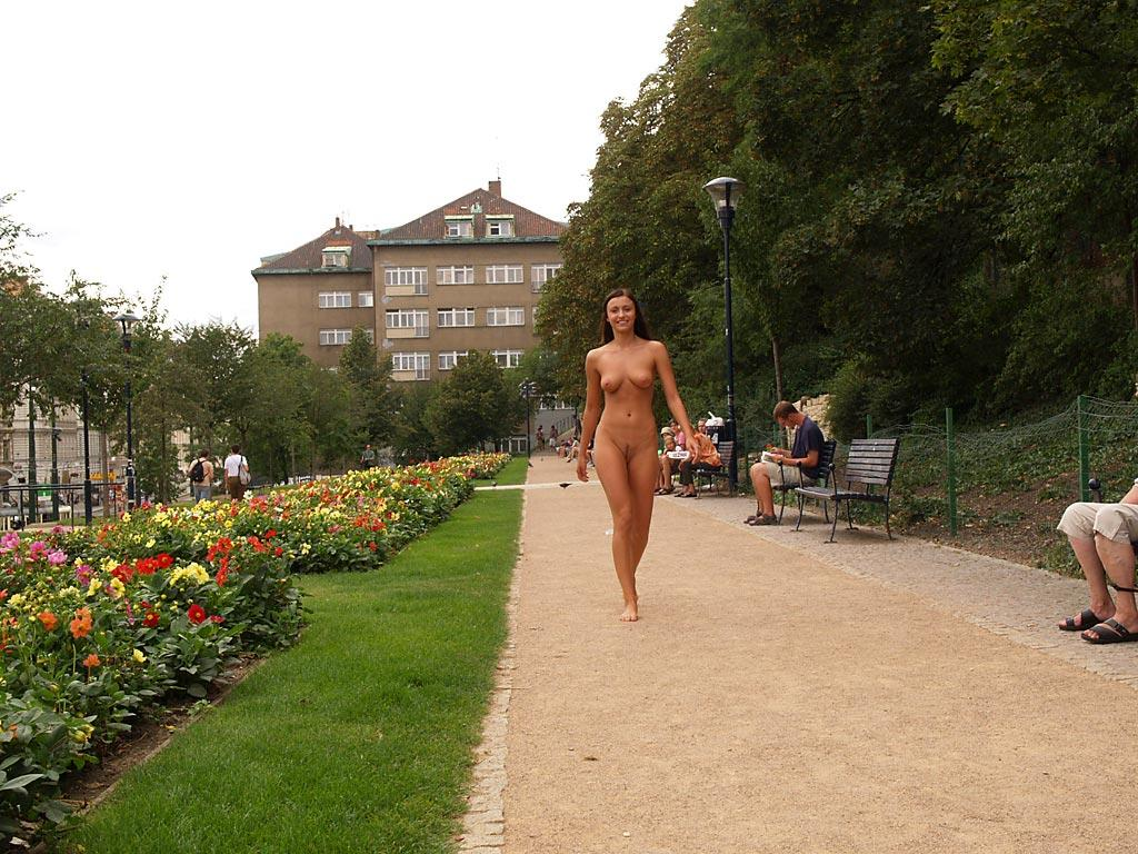 jirina-k-park-prague-naked-in-public-33