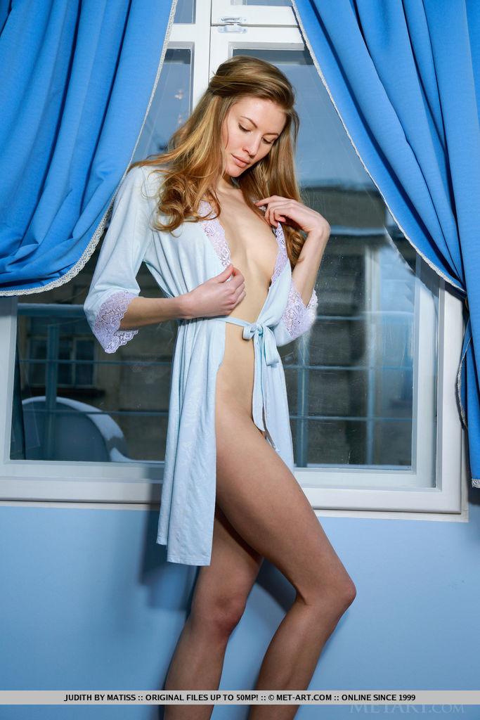 judith-slim-nude-peignoir-metart-02