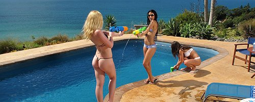 Kala, Caprice & Melisa – Water guns