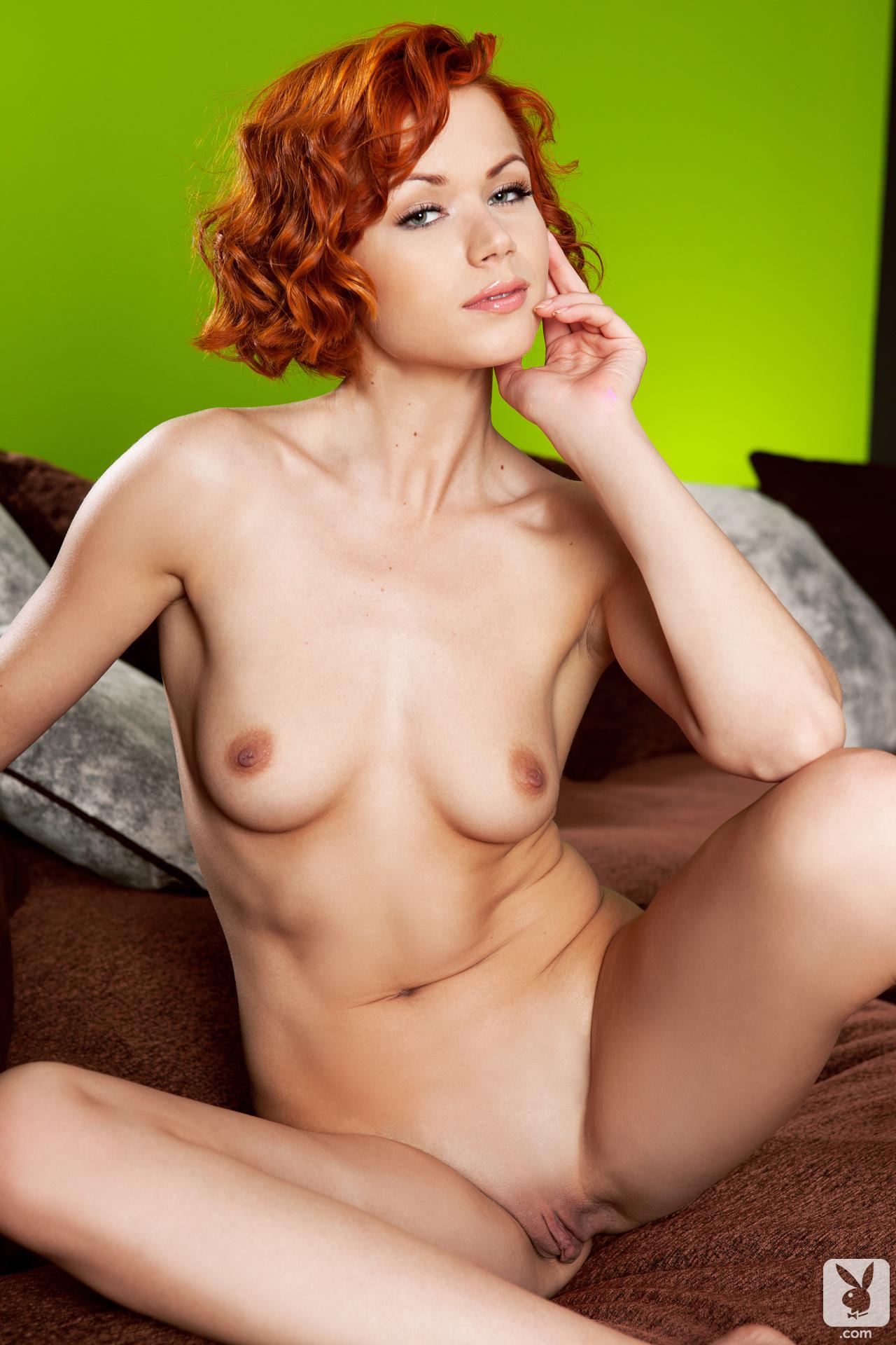kamila-hermanova-lude-sofa-redhead-slim-body-playboy-30