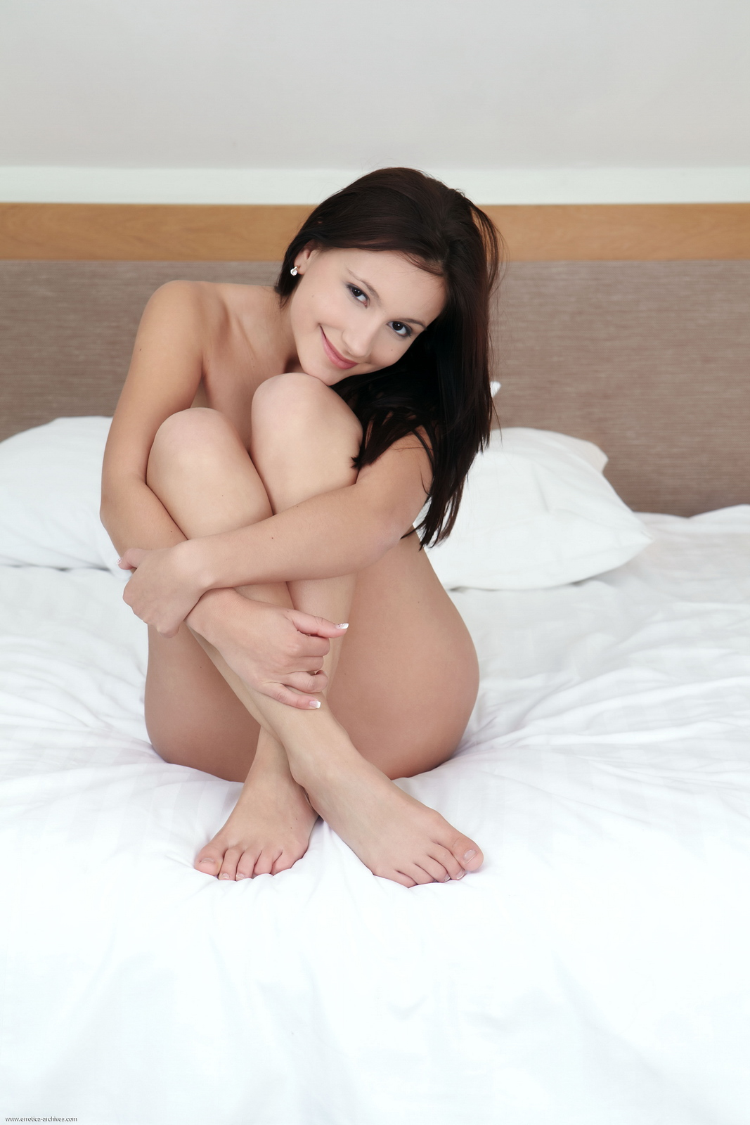 vicky-naked-bedroom-cute-ass-errotica-archives-01