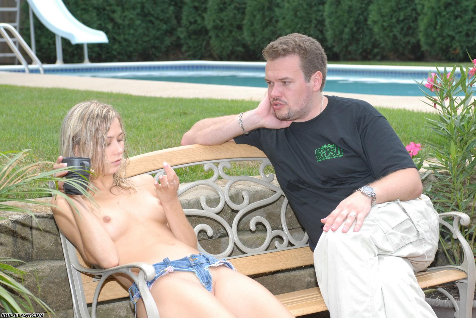 teen-kasia-blonde-naked-behind-the-scenes-phil-flash-33