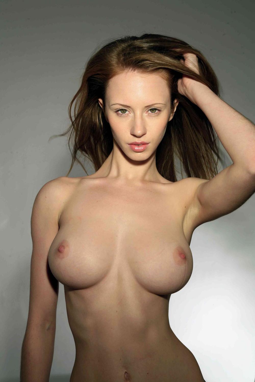 Голые худенькие высокие с большой грудью фото, как девушке дать в рот
