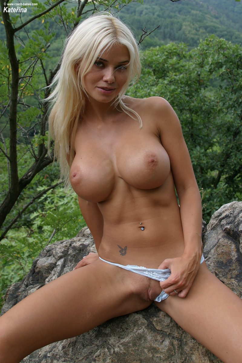 Blonde huge titis nude