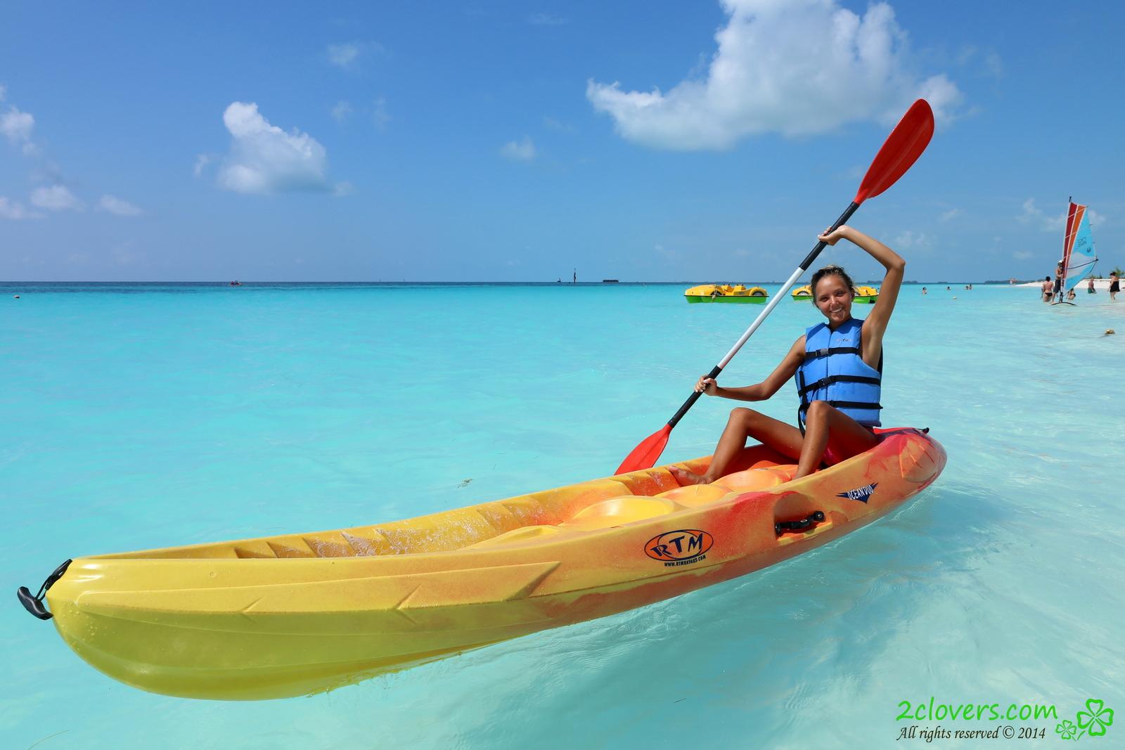 katya-clover-naked-on-sirena-beach-seaside-2clovers-02