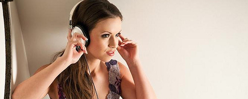 Kayleigh Elizabeth in headphones