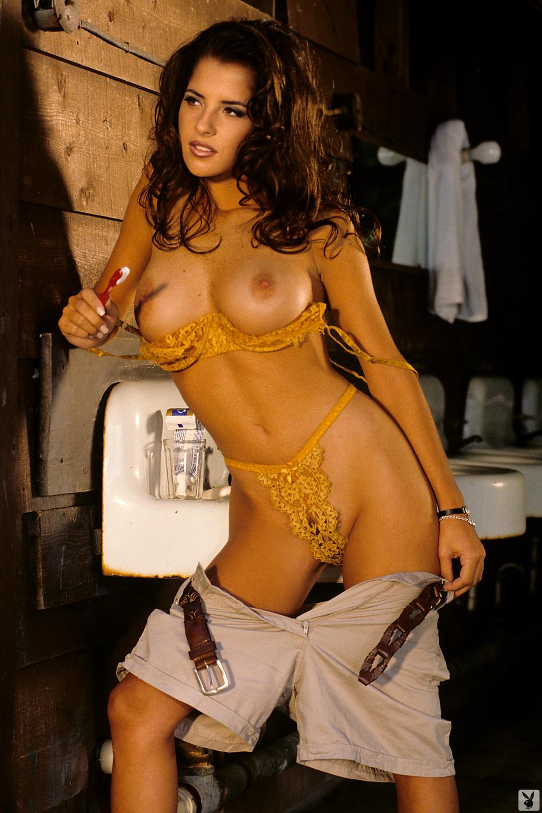 kelly-monaco-boobs-naked-playmate-april-1997-playboy-22