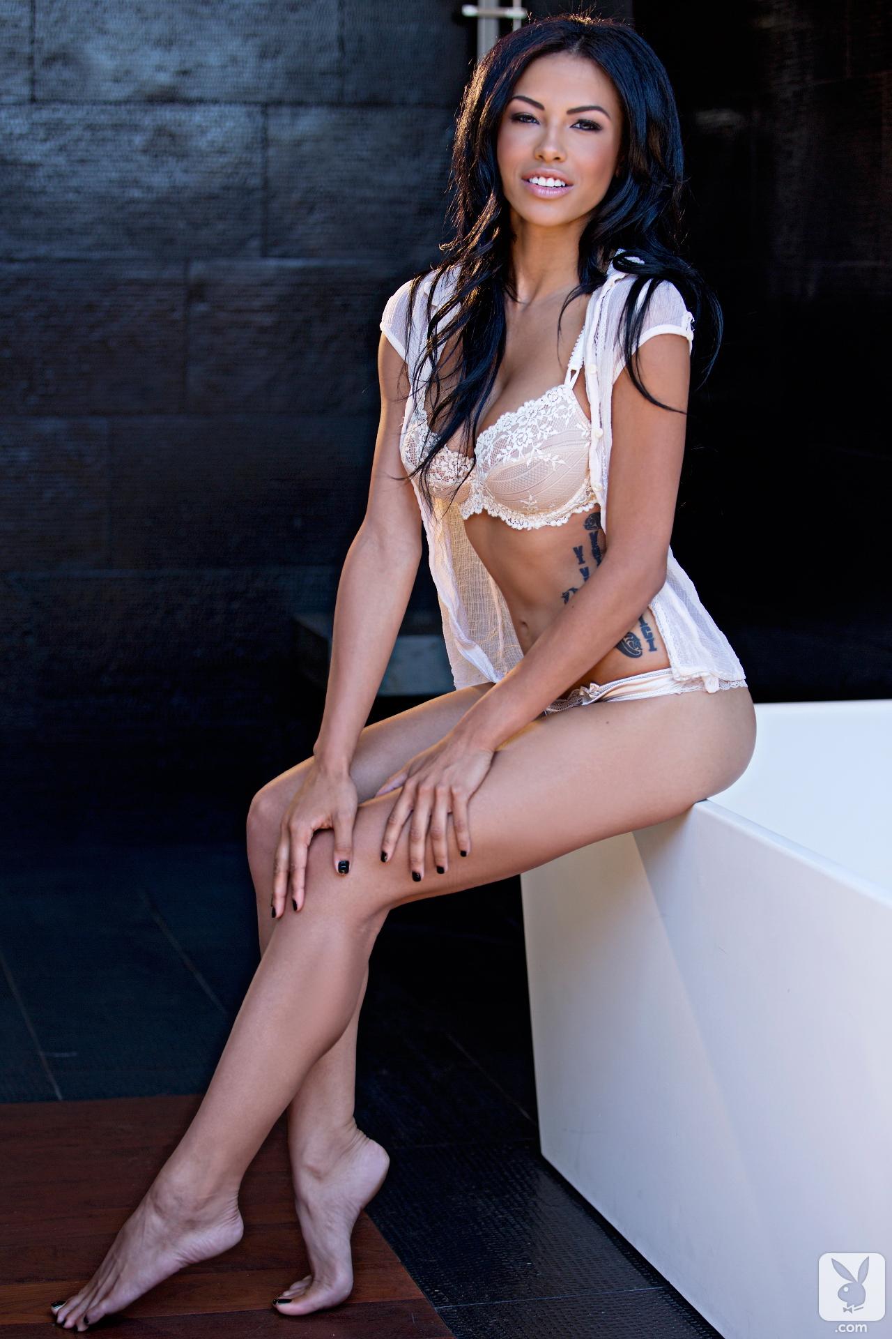 kylie-johnson-brunette-nude-bathroom-playboy-01