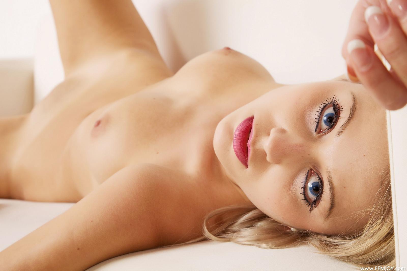laura-j-blonde-nude-over-knee-socks-high-heels-femjoy-44