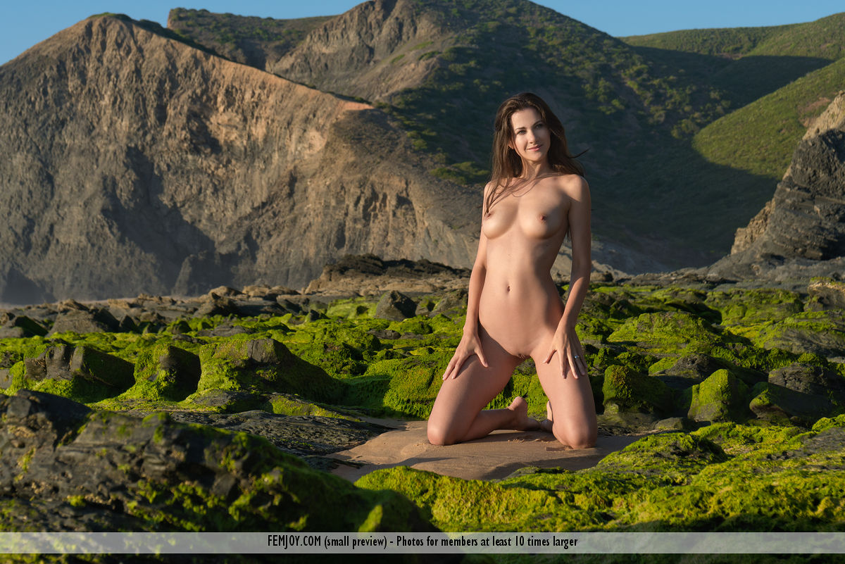 lauren-beach-seaside-nude-femjoy-05