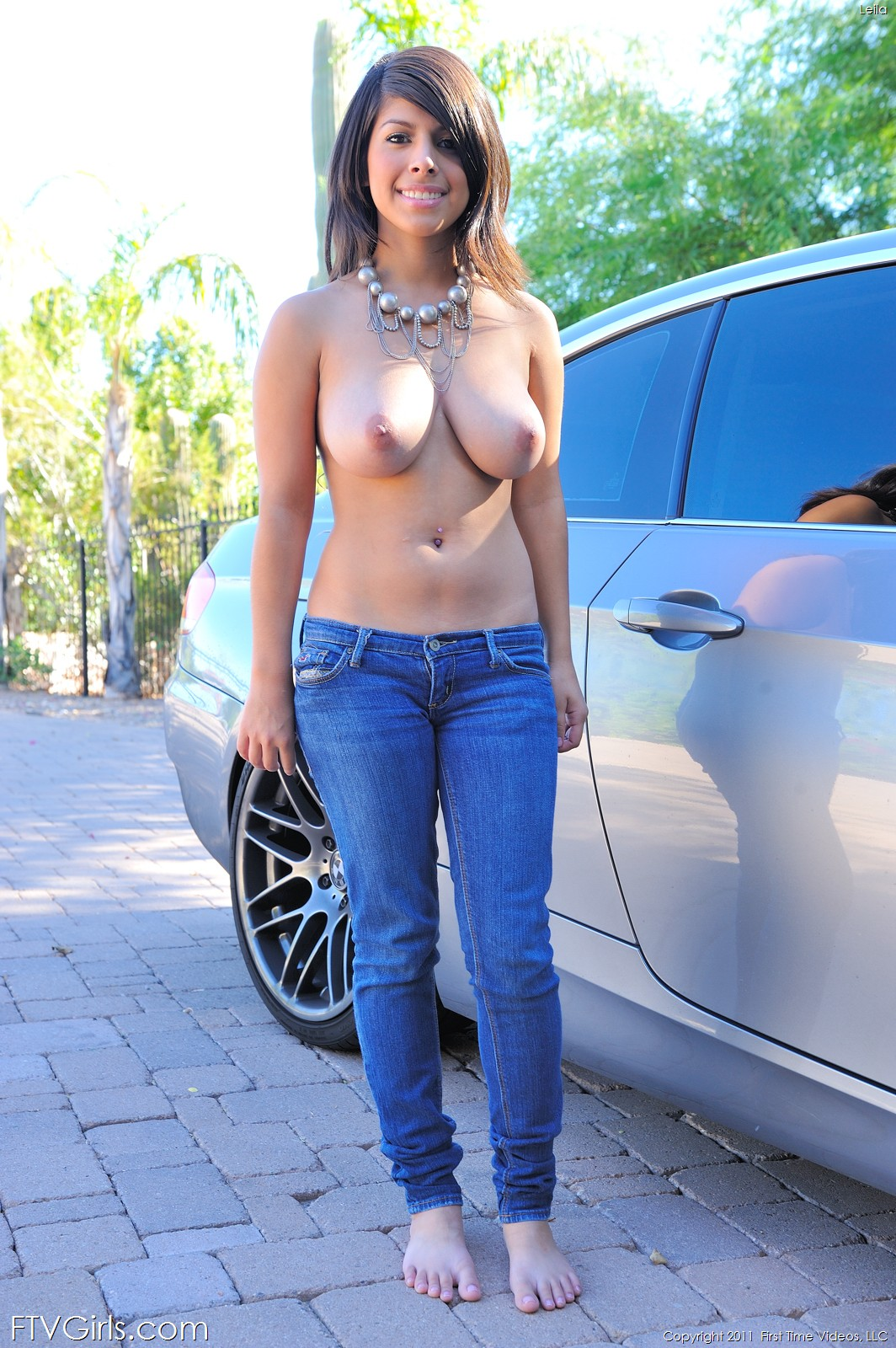 bare-foot-girls-topless