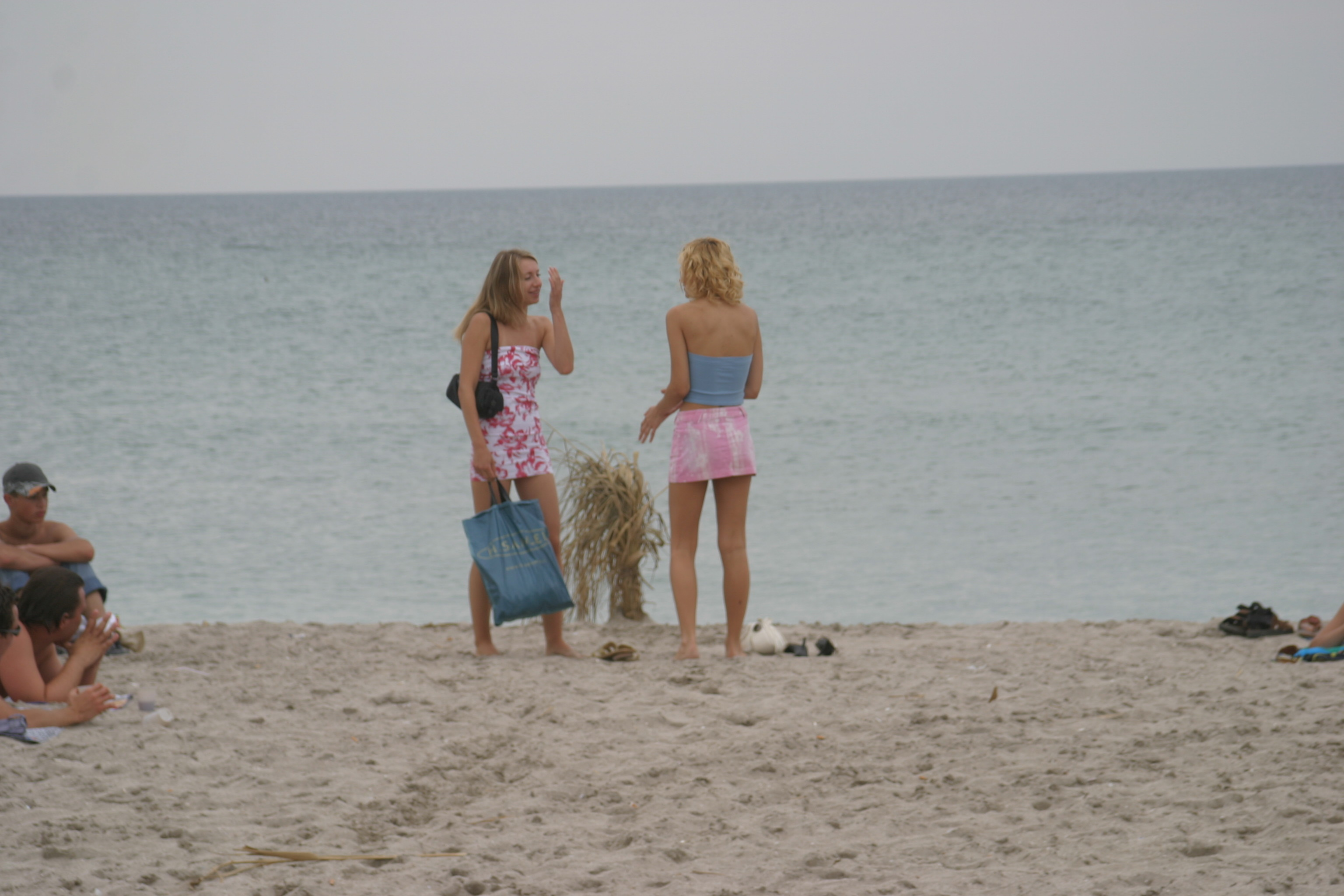 vika-y-lena-l-beach-nude-in-public-metart-01