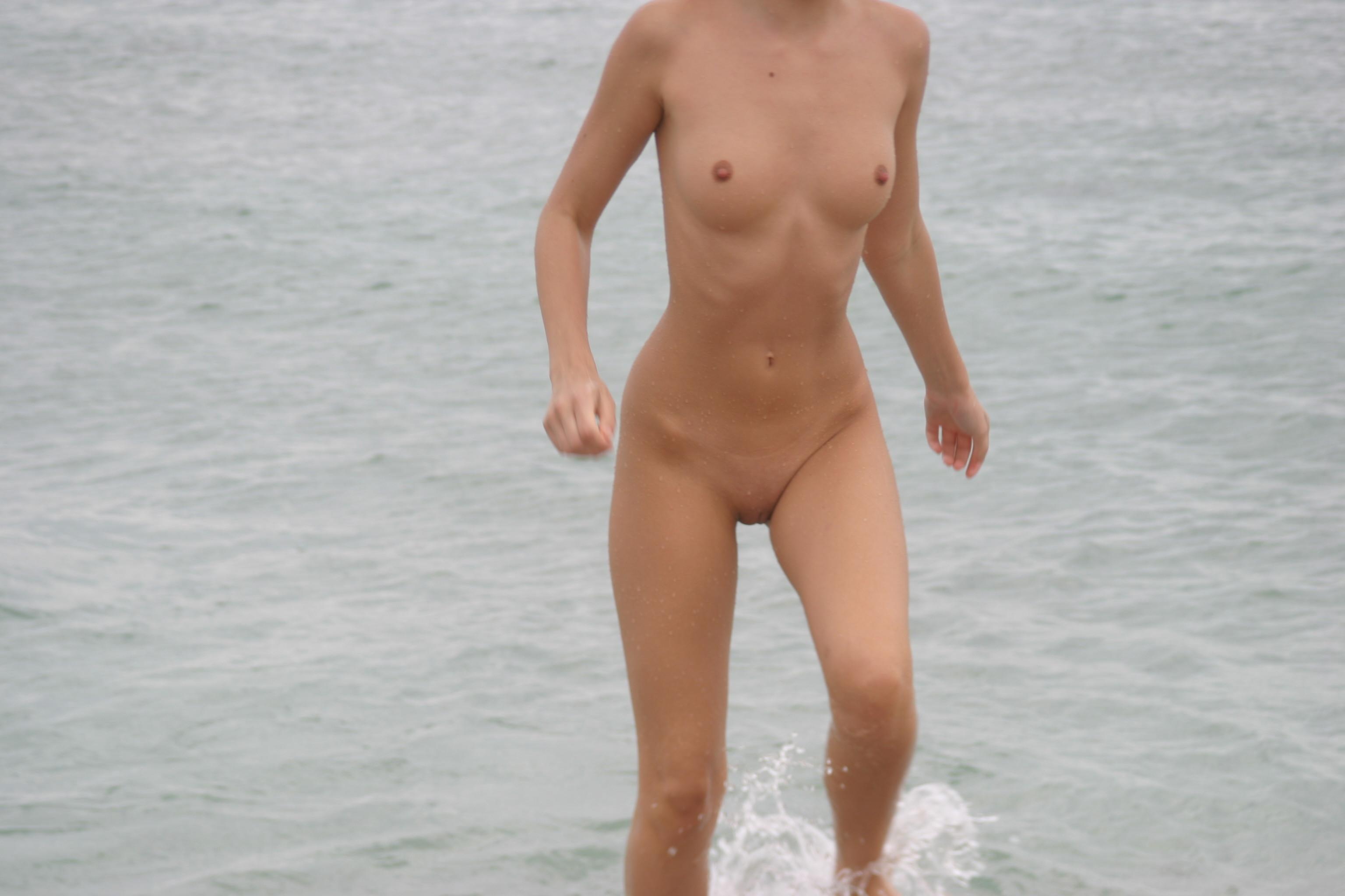 vika-y-lena-l-beach-nude-in-public-metart-03